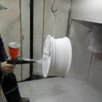 Покраска диска белый глянец